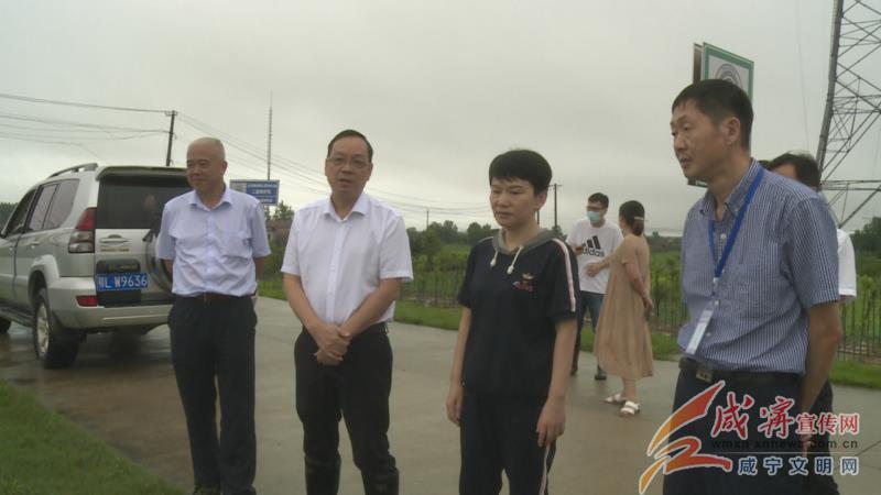 闫英姿赴赤壁调研督导防汛工作