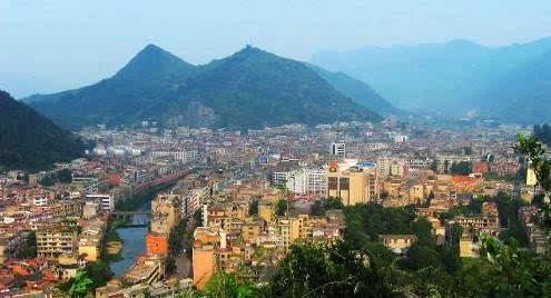 咸宁市领导在通山调研  要求以项目助推经济发展
